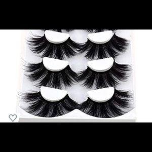 I'm selling these eyelashes